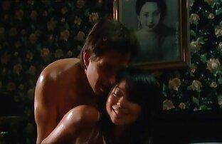 بلوند بیدمشک با موهای کوتاه از عکس سکسی الکسیس تگزاس روابط جنسی بازیگری عبور می کند