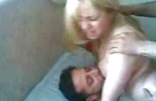 یک دختر گاه به گاه در سینه بند زنبق در قسمت فالوس گوشت دانلود کلیپ سکس الکسیس تگزاس گیر افتاد