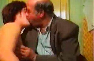 masseuse دو مشتری باریک روی عکس کون الکسيس میز را ترک می کند