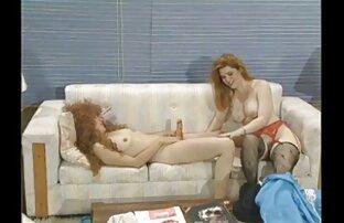 یک عیار لاغر با خال کوبی روی بدنش ، یک بیدمشک دانلود کلیپ سکس الکسیس تگزاس را روی خروس یک دوست سوار می کند