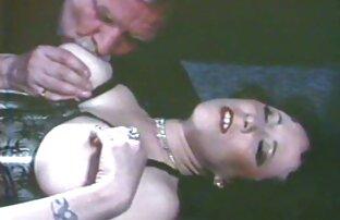 لاتینای تیره پوست در طول رابطه جنسی روی عکس سکسیالکسیس تختخواب ، جلوه های مختلف می گیرد