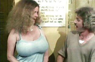 دو زوج در عکسهای سکسی الکسیس تگزاس خوابگاه رابطه جنسی دارند