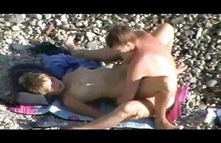 زن جوان لاغر در شلوارهای عکسهای سکسی الکسیس تگزاس تنگ ، هاله را با خروس باریک fucks می کند